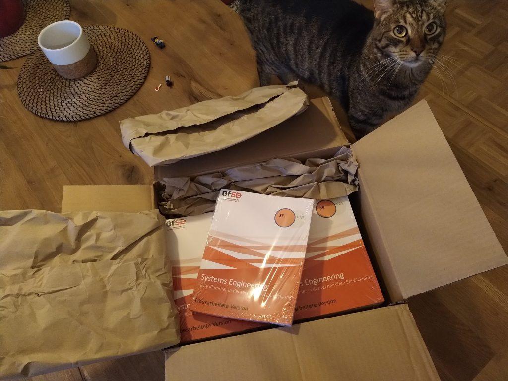 Neues Buch mit Katze